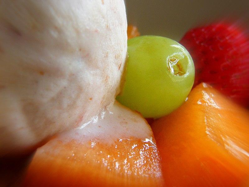 File:Ice-cream meets fresh fruit.jpg