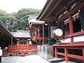 Inner court of Tsurugaoka Hachiman-gū.JPG
