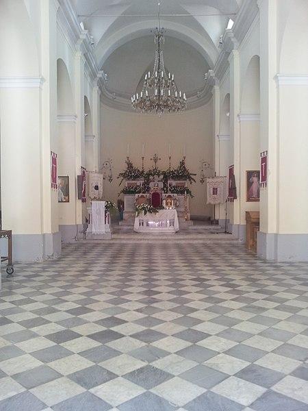File:Interno della Chiesa Madre di Santa Domenica Vittoria.jpg