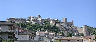 Itri - Panorama of the Città alta of Itri, with the castle on the right.