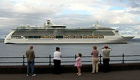 La Jewel of the Seas in partenza da Greenock