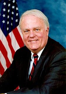 http://upload.wikimedia.org/wikipedia/commons/thumb/f/f5/Jim_Sensenbrenner.jpg/225px-Jim_Sensenbrenner.jpg