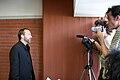 Jimbo-Wales-press-conference-Academia-de-Wikipedia-2008.jpg