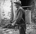 Jožef iz Vedrijana, z novo makinjo za (štrofanje) motanje vidrjola 1953 (2).jpg