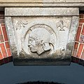 Johanneum (Hamburg-Winterhude).Bauschmuck.Weinberger.Arkaden.Werksteinrelief 4.Ares.21907.ajb.jpg