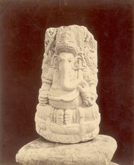 KITLV 87766 - Isidore van Kinsbergen - Sculpture of Ganesha comes from Kediri, moved to the Museum of the Batavian Society of Arts and Sciences in Batavia - Before 1900.tif