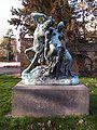 """Kentaur und Nymphe, im Stadtpark von Dessau (Bronzeplastik """"Zentaur"""" von Reinhold Begas).jpg"""