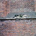 Kerktoren, gedeelte van de torenmuur, afgebrokkelde waterlijst - Breukelen - 20372421 - RCE.jpg