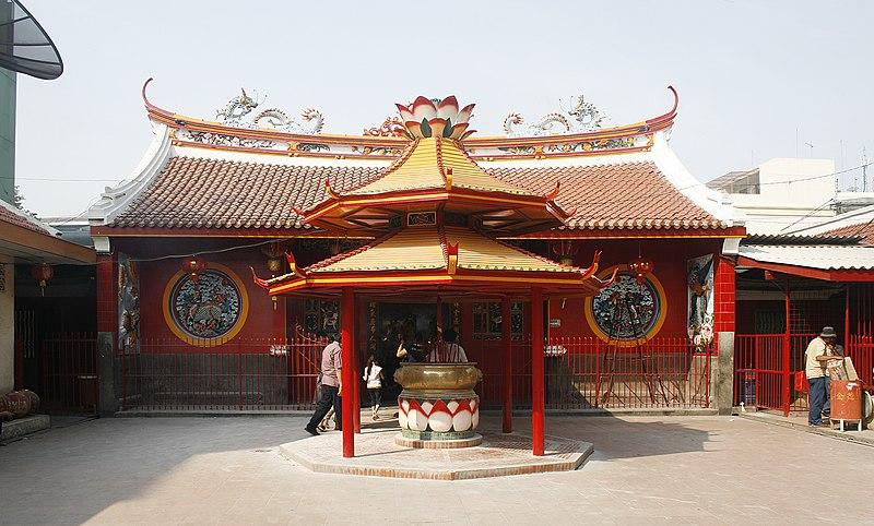 Klenteng Jin de Yuan di Glodok merupakan salah satu tempat ibadah agama Konghucu utama di Jakarta