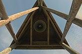 Fil:Klockstapel med kyrkklocka vid Otterbäckens kyrka.jpg