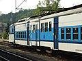Kralupy nad Vltavou, nádraží, elektrická jednotka 451 v novém nátěru, čelní vůz.JPG
