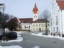 Kreis Neumarkt Berg Kirche St Vitus und Rathaus.JPG