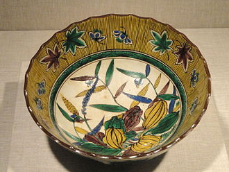Kutani ware - Saikō-Kutani style porcelain sweets tray with underglaze flower and leaves decoration and overglaze enamels, c. 1825, late Edo period