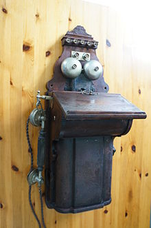 early magneto type telephone