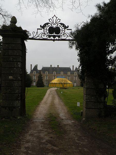 Gate of the castle of La Chapelle-Bouëxic.