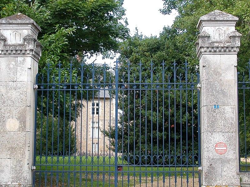 Entrance of the castle of La Ferrière-de-Flée