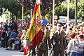 La bandera de España pasando ante la tropa (15446231361).jpg