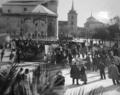 La señorita de Trévelez (Edgar Neville 1936) plaza de Cervantes en Alcalá de Henares.png