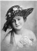 Lace straw hat 1917.png