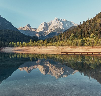 Slika:Lake Jasna in Slovenia 2015.jpg