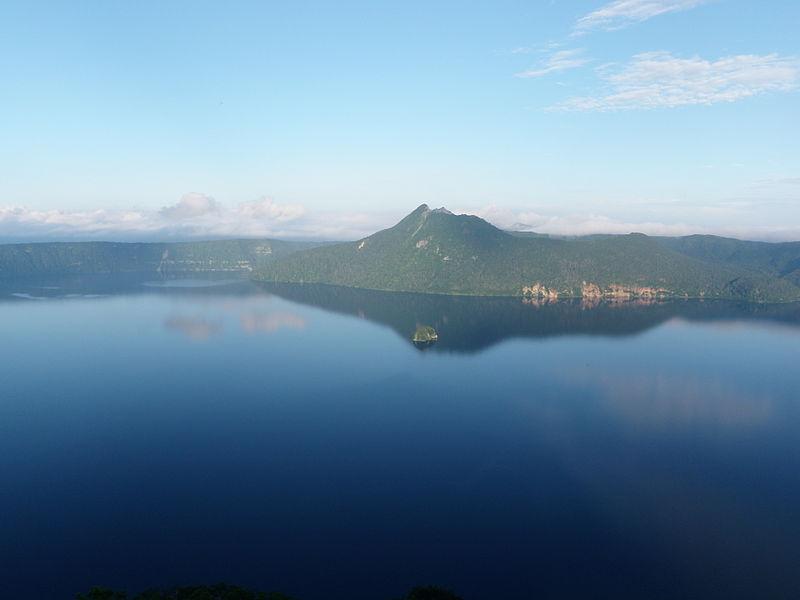 File:Lake Mashu 2009.jpg