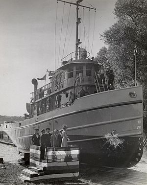 Glen-class tug (1943) - Image: Launch of the WW2 tugboat HMCS Glenside