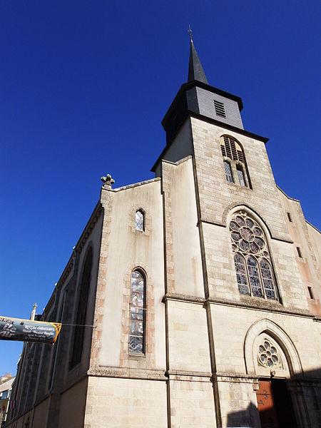 Clocher de l'église Saint-Géran de Le Palais (Belle-Île-en-Mer, Morbihan, France), juillet 2015. Église de 1905 remplaçant la précédente de 1677 incendiée en 1894. On y trouve des statues du XVIIe siècle et un orgue du XIXe. Voir aussi autre vue.
