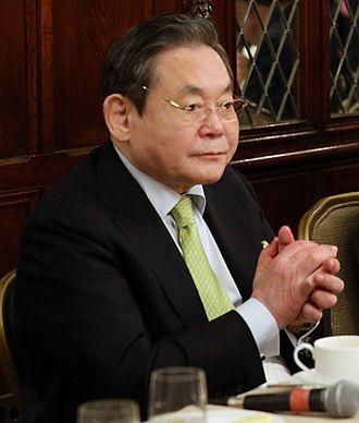 Lee Kun-hee - Lee attending breakfast with various Korean business leaders, 2013
