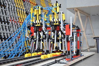 Lego Turing Machine Read and write head.jpg