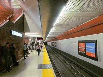 12th Street Oakland City Center station - A view of the 12th Street Oakland City Center southbound boarding platform, 2017
