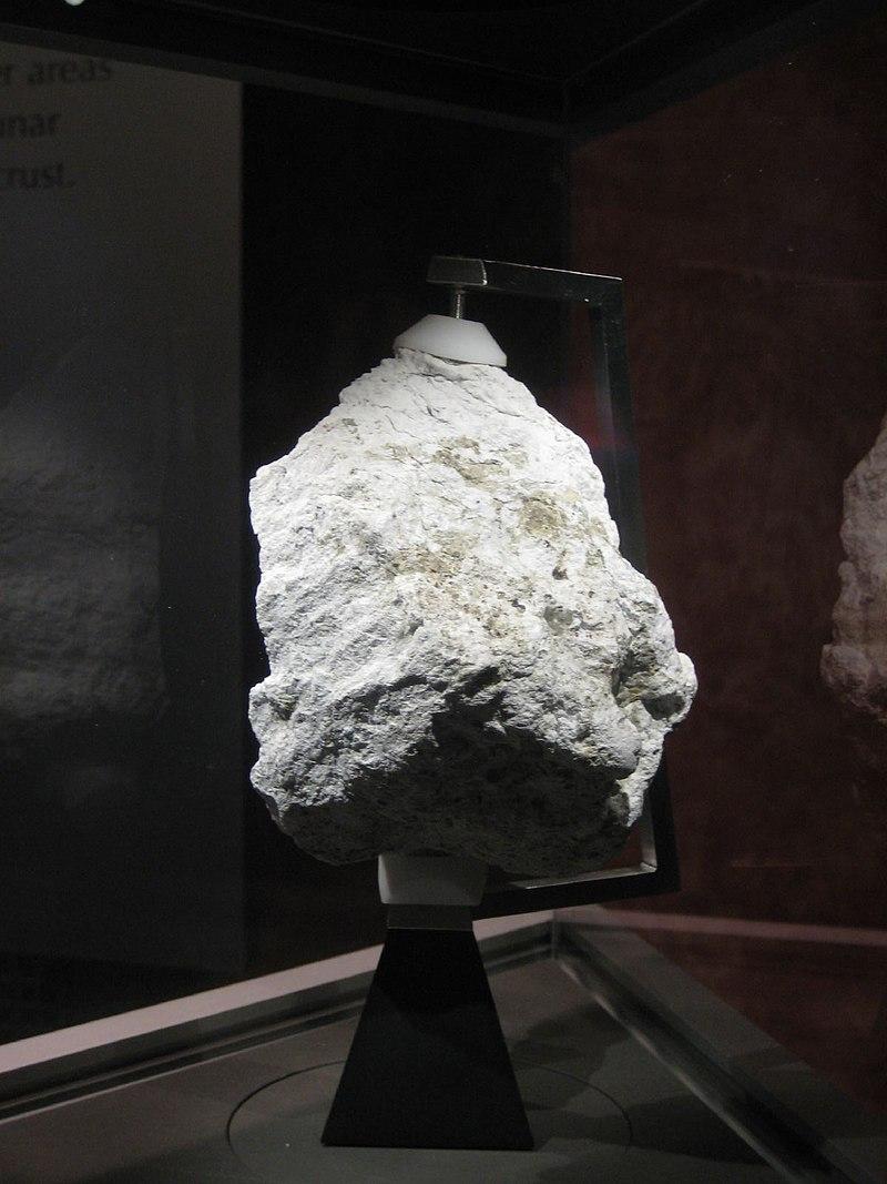 Lunar Ferroan Anorthosite (60025).jpg