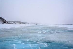 Tuktoyaktuk Winter Road - Image: Mac Kenzie River ice road c