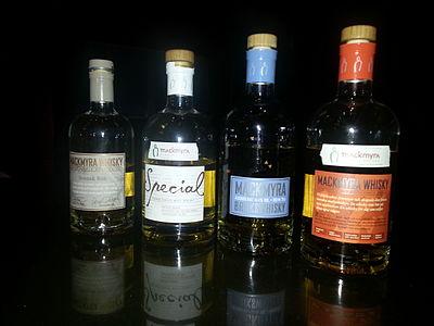 Whiskeyflaskor från Macmyras destilleri