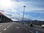 Madeira Airport, zu Fuß über das Vorfeld von der Parkposition aus.jpg