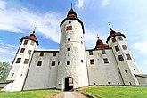 Fil:Main entrance Läckö castle May 2018.jpg
