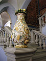Maiolica di montelupo, vaso con stemma gentilizio, fine XVI-inizio XVII sec 01.JPG