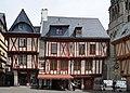 Maisons colombages place Henri IV Vannes.jpg