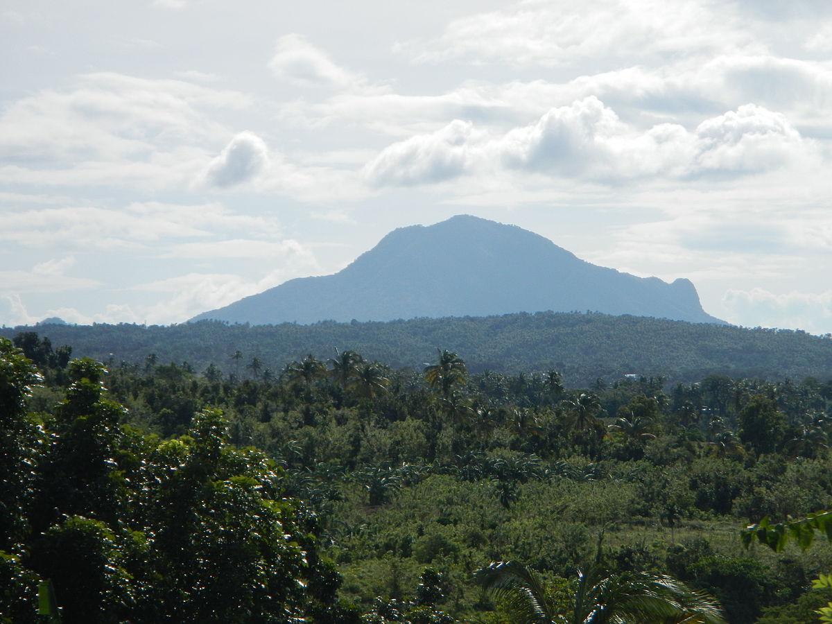 Mount Macolod - Wikipedia
