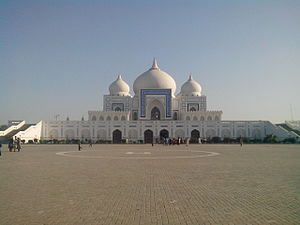 Bhutto family - Image: Mausoleum of Zulfikar Ali Bhutto and Benazir Bhutto