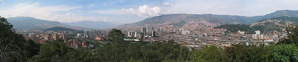 Panorámica de Medellín desde el Cerro Nutibara, hacia el noreste de la ciudad