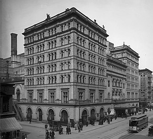 Metropolitan Opera House (39th Street) - Metropolitan Opera House in 1905, looking uptown