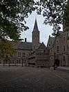 foto van Rechthoekig gebouw in de hoek van het plein naast de doorgang naar het Koorkerkhof
