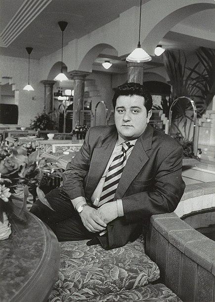 File:Mino Raiola, de eigenaar van Grand Café Doria. NL-HlmNHA 54035048.JPG