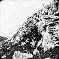 Montagne entrée de la grotte.jpg