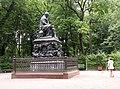 Monument to I. Krylov by Klodt von Urgensburg.jpg