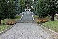 Monumento ai Caduti (vista dal vialetto).jpg