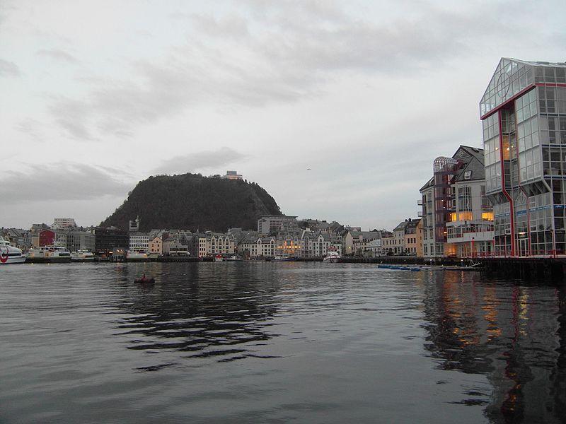 File:Mount Askla Alesund.JPG