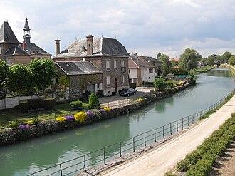Canal de la Meuse - Canal de la Meuse at Mouzon