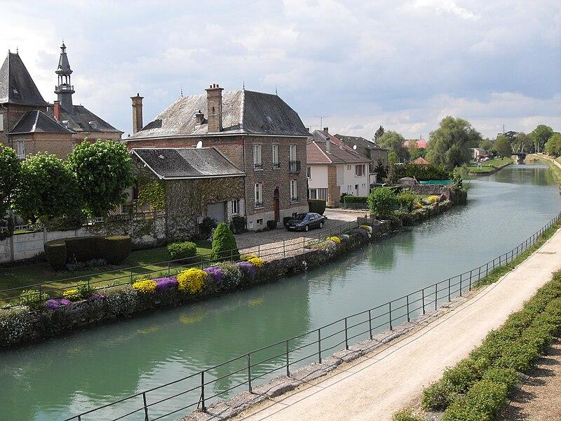 Canal de la Meuse à Mouzon