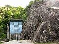 """Muro in roccia e muro artificiale presso la Palestra di roccia """"Il Cinzanino"""" - falesia di Maccagno (Lago Maggiore - Varese) - 2017-04-30.jpg"""